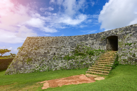 Zakimi Castle is a Ryukyuan gusuku in Yomitan, Okinawa. It is in ruins, but the walls and foundations have been restored. It was built between 1416 and 1422 by the renowned Ryukyuan general Gosamaru Reklamní fotografie