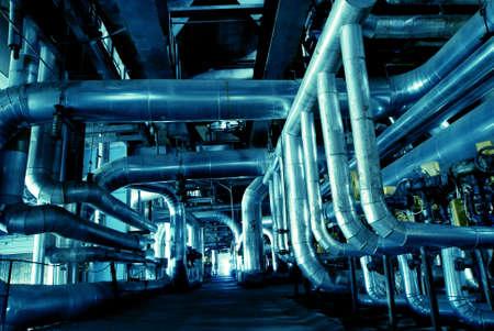 古いパワー プラント内の機器、ケーブル、配管として見つける