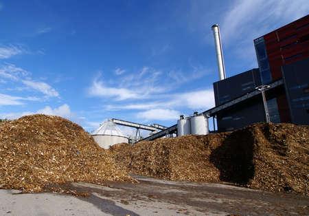 Bio centrale avec stockage de combustible en bois                     Banque d'images