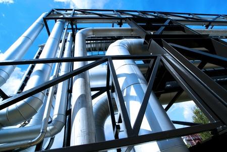 Industrial zone, Steel pipelines and equipment in blue tones Standard-Bild