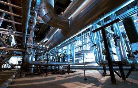 Zona industrial, tuber?as de acero y cables en tonos azules Foto de archivo - 20841487