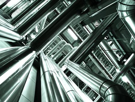 Matériel, des câbles et la tuyauterie que l'on trouve à l'intérieur de la centrale électrique industrielle Banque d'images - 22929958