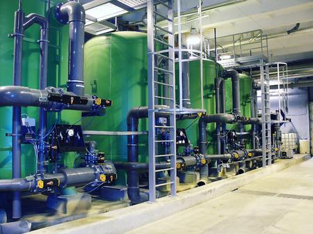 Vasche di trattamento delle acque presso la centrale elettrica Archivio Fotografico - 24257112