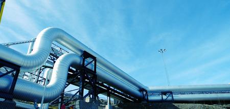Matériel, les câbles et les canalisations de l'intérieur d'une puissance industrielle moderne usine  Banque d'images - 40529392