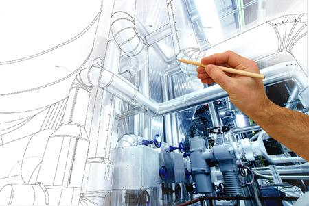 man de hand trekt een ontwerp van de fabriek in combinatie met foto van de moderne industriële elektriciteitscentrale Stockfoto
