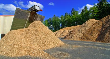 bio fule (biomasa) de almacenamiento de contra el cielo azul