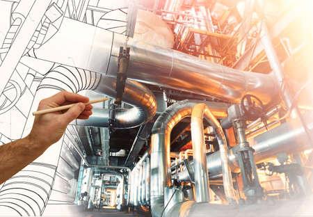 la mano del hombre dibuja un diseño de la fábrica combinada con la foto de la moderna planta de potencia industrial Foto de archivo
