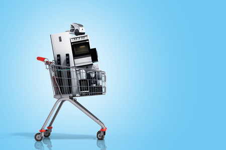 Electrodomésticos en el carrito de la compra E-commerce o concepto de compras en línea 3d render on gradient