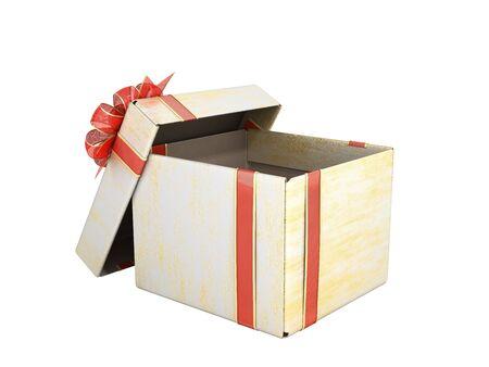 Aprire il nuovo anno vuoto Gift Boxe 3D render su bianco senza ombra Archivio Fotografico