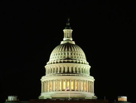 Vue d'un d�tail du Capitole de nuit