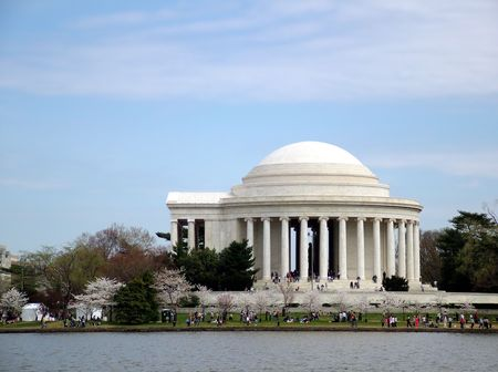 View of the Jefferson Memorial, over the Tidal Basin, with newly blooming cherry blossoms Фото со стока