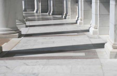 Vue int�rieure de l'amphith��tre en face de la tombe du soldat inconnu, le cimeti�re d'Arlington, VA Banque d'images