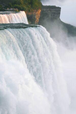 La partie am�ricaine de Niagara Falls au coucher du soleil
