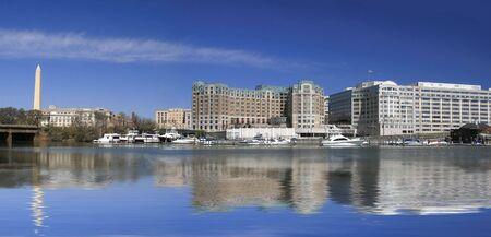 Vue Panoramique du Monument de Washington et le centre-ville de Washington DC financier, bureau de district � travers le Potomac