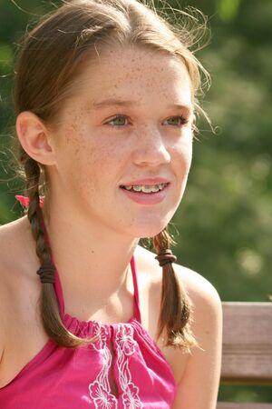公園、屋外で若い女の子の肖像画の設定 写真素材