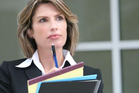 Le succ�s de femme d'affaires ou d'homme politique de planification d'un budget