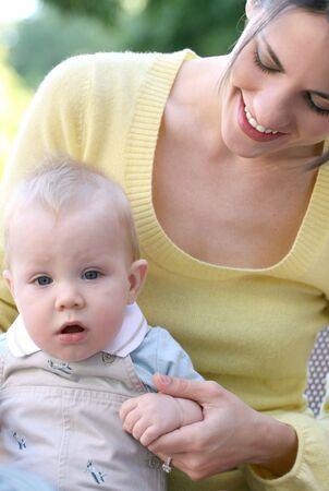 적합: Happy family - young mother with her adorable baby boy son, suitable for a variety of family, parenting backgrounds