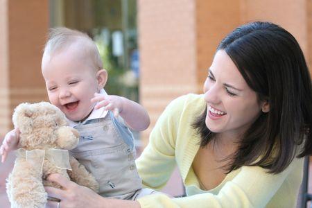 Happy Family - La m�re avec son b�b� gar�on fils