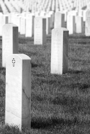 headstones: Headstones at the Cemetery near Washington DC, black and white Stock Photo