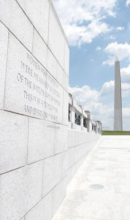 world wars: View of the Washington Monument from the World War II Memorial