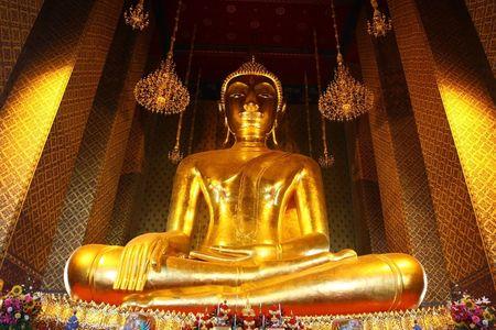 gloden: Huge gloden Buddha image