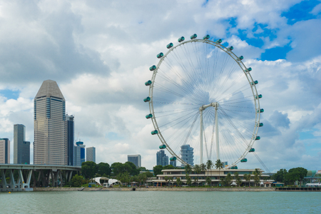 Landscape of the Singapore flyer landmark financial district with blue sky and clouds. Singapore downtown 新聞圖片