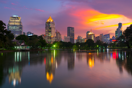 Sunset scence of Bangkok skyline Panorama ,Aerial view of Bangkok modern office buildings and condominium in Bangkok city downtown with sunset sky and clouds at Bangkok , Thailand. Reflection on Lake 版權商用圖片