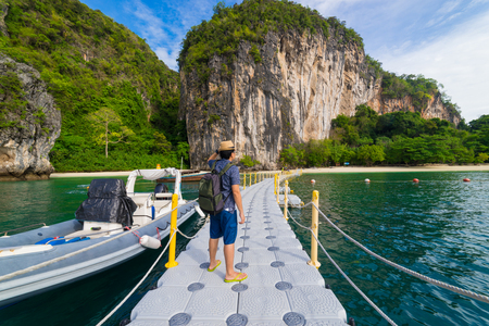 Traveler Summer concept - Young man traveller traveling to Hong Islands in andaman sea Krabi, South of Thailand. 版權商用圖片