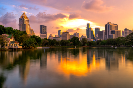 Sunset scence of Bangkok skyline Panorama ,Aerial view of Bangkok modern office buildings and condominium in Bangkok city downtown with sunset sky and clouds at Bangkok , Thailand. Reflection on Lake 스톡 콘텐츠