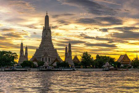 Wat Arun Ratchawararam Ratchawaramahawihan Temple at sunset in bangkok, Thailand .