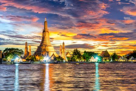 Wat Arun Ratchawararam Ratchawaramahawihan Temple at sunset in bangkok, Thailand . Day to night