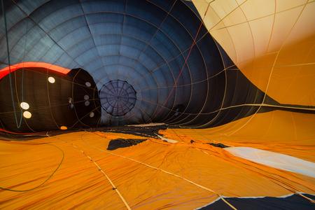 Разноцветные горячая точка зрения воздушного шара изнутри