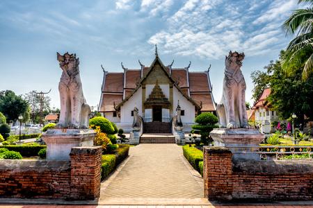 Храм Ват-Пхумин, провинция Нань, Таиланд. Храм - это общественное место. Создано более 100 лет. Фото со стока