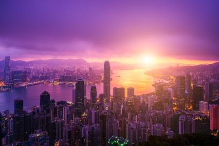 Hong Kong City skyline at sunrise. Hongkong skyscraper view from The peak 스톡 콘텐츠