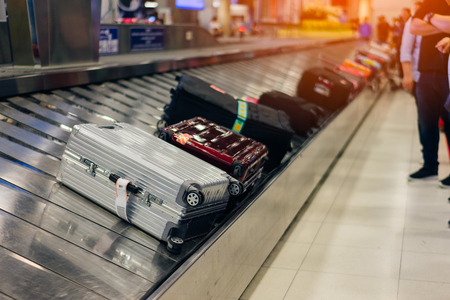 Suitcase or luggage with conveyor belt in the airport. 스톡 콘텐츠