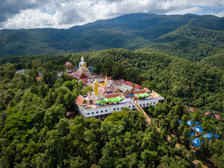 Aerial view of Wat Phra That Doi Kham Temple on the top of mountain in Chiang Mai, Thailand. Stockfoto