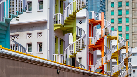 Colorful spiral staircases on Singapore city at Bugis Village in Singapore. Stockfoto