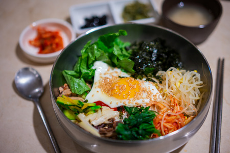 Traditional Korean dish, rice with vegetables and beef its call Bibimbap. Bibimbap rice stone bowl,stone-roasted. Stockfoto