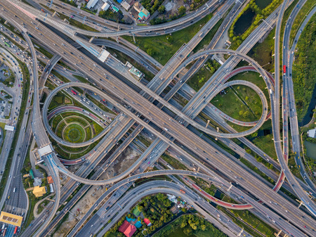 Top view of Highway road junctions. The Intersecting freeway road overpass the eastern outer ring road of Bangkok, Thailand. Фото со стока - 110824854