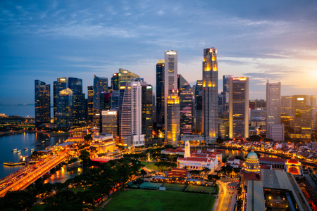 Aerial view of the Singapore landmark financial business district at twilight sunset scene with skyscraper and beautiful sky. Singapore downtown Stockfoto