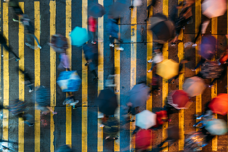 Top view of people crossing a very busy crossroads in Mong Kok district Hong Kong, China Stockfoto - 122917201