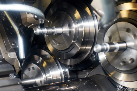 automatic lathe cuts the groove for detail cutter