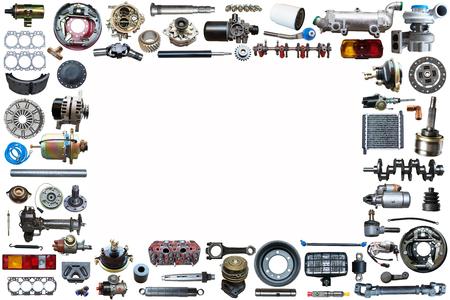 Pièces de rechange de voiture sur l'ensemble de fond blanc. Cadre pour la publicité et assemblé à partir de pièces automobiles, pièces de rechange. Banque d'images
