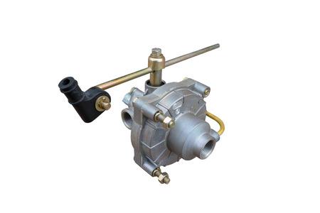 Válvula de detección de carga del freno aislado sobre fondo blanco.
