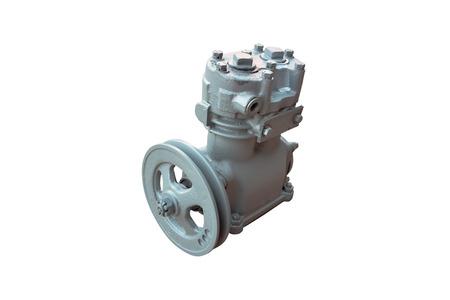 compressore pneumatico per l'impianto frenante di un camion isolato su uno sfondo bianco