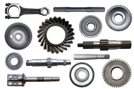 Przemysłowe przedmioty metalowe na białym tle.
