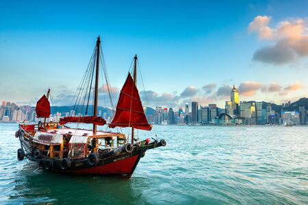 The Boat on Victoria harbour with sunset at Hong Kong. 에디토리얼