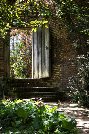 Wooden gated entrance to a garden at Sissinghurst Castle in Kent, UK Imagens