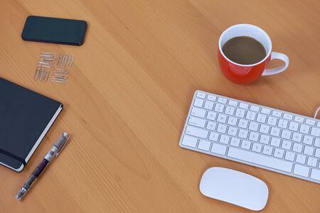 articulos oficina: elementos en el escritorio de oficina