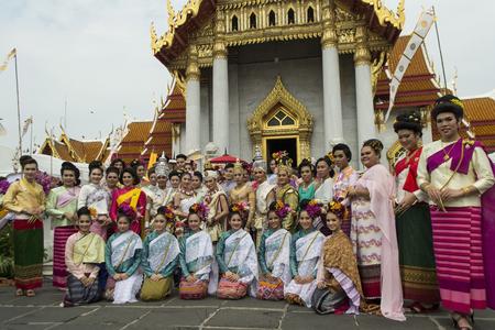 director de escuela: Bangkok, Tailandia el 06 de octubre 2556 en el Middle Temple, director en Bophit Continuar la tradici�n de la etiqueta arroz Setanta
